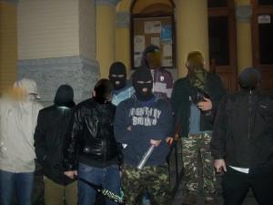 Vrijwilligers van de beveiligingsorganisatie bij de Centrale Synagoge in Kiev