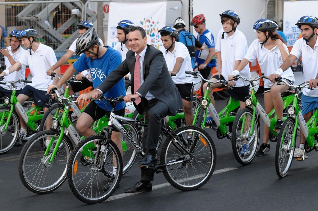 Aan de start van de fietsmarathon in Tel Aviv