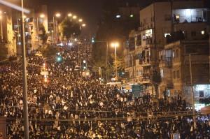 700.000 mensen liepen mee in de rouwstoet van Ovadia Yosef. Foto: Flash90