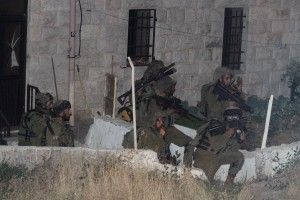 IDF soldaten zoeken naar de drie jongens. Foto: Flash90