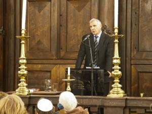 Jacques Coronel tijdens de afsluiting van Open Joodse Huizen in de Portugese Synagoge, mei 2012