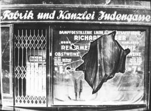 Kristallnacht_ruit_duitsland_NIOD