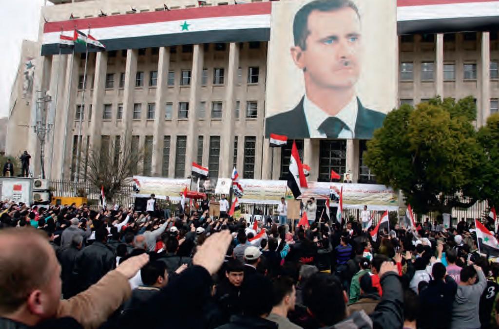De Hitlergroet tijdens een Assad-manifestatie