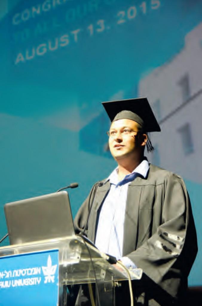 Haisam Hassaneim tijdens zijn speech in Tel Aviv