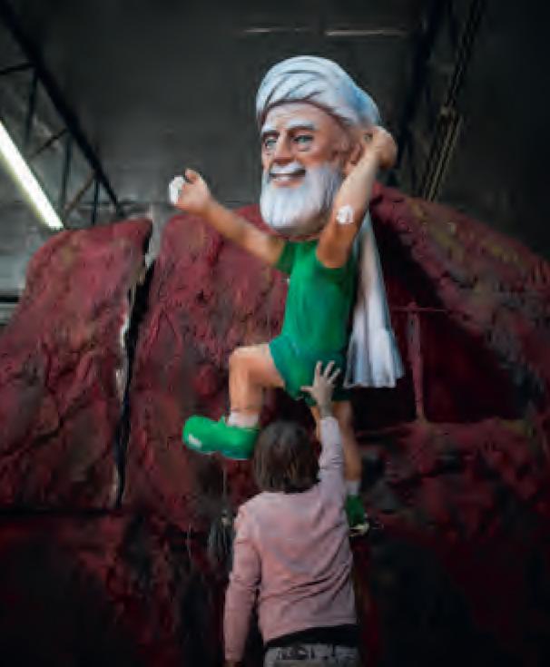 Khamenei vereeuwigd op een praalwagen tijdens Poeriem in Israël