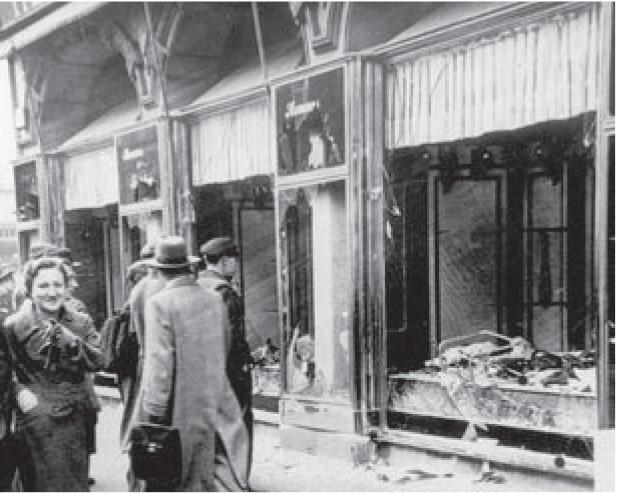 Een verwoeste Joodse winkel in Maagdenburg, 10 november 1938. Foto: Bundersarchiv BILD