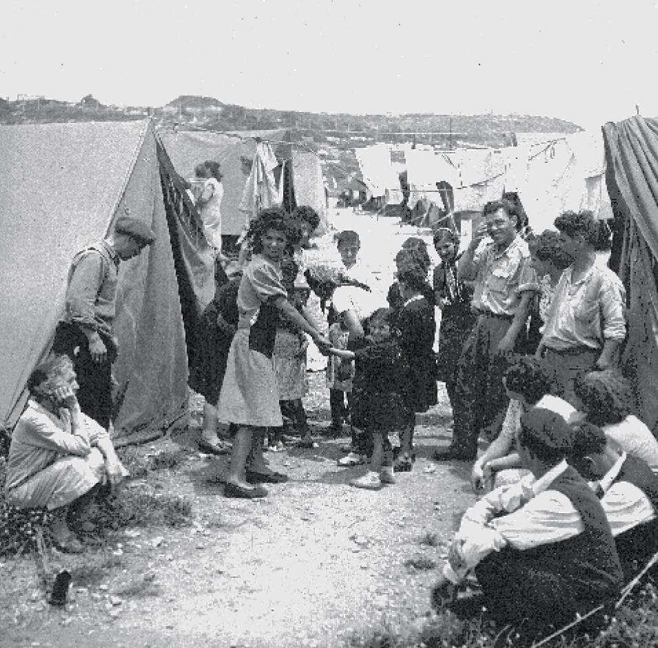 Joodse vluchtelingen in het Ma'abarot-doorgangskamp, 1950
