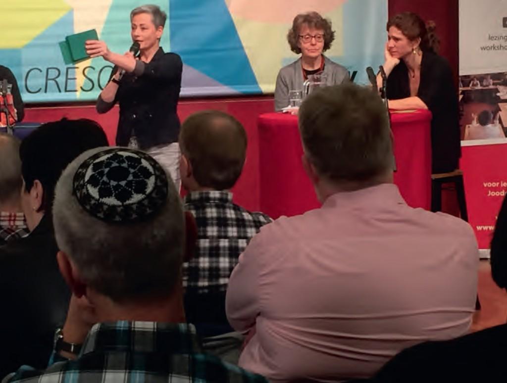 Op het podium vlnr: Wim van Dijk, Gideon Querido van Frank, Karen de Jager, Renée Citroen en Barbara Barend