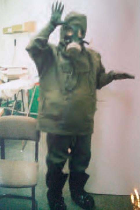 Wie herinnert zich niet de beelden van Israëlische burgers in schuilkelders met hun door de regering verstrekte gasmaskers?